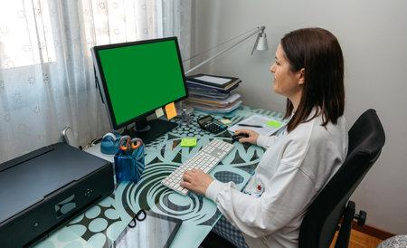 Woman looking at computer screen at home Foto de archivo