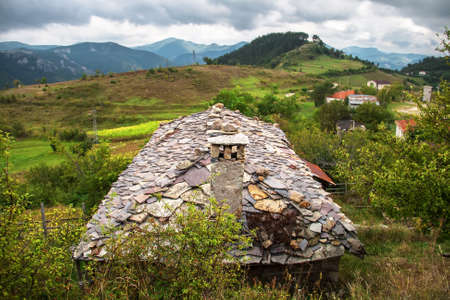 mid distance: Stone rooftop of a mountain house