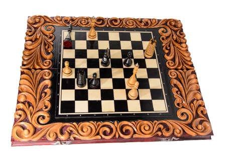 tablero de ajedrez: tablero de ajedrez hecho a mano de madera. tallado en madera. juego de ajedrez