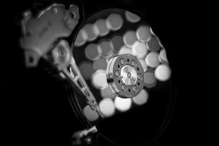 disco duro: Reflexiones en un disco duro Foto de archivo