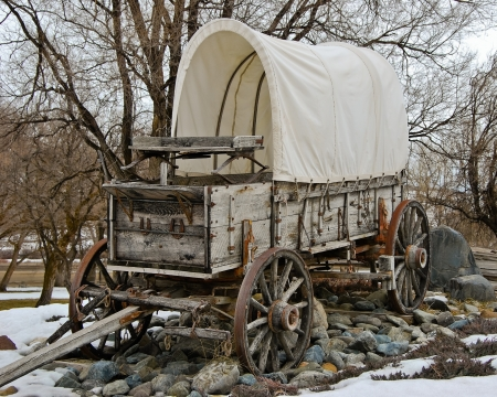wagon: Covered wagon at Farewell bend state park in eastern Oregon