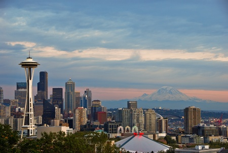 Seattle and Mount Rainier Stock Photo - 15252107