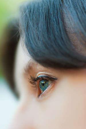 eye green: primer de la mujer de ojos verdes abiertos con pesta�as