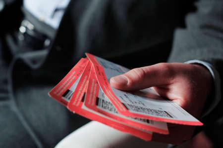 sitting businessman shows flight tickets Banque d'images