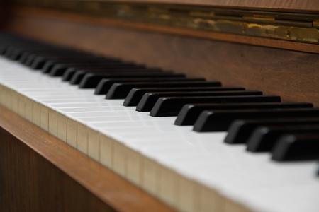 teclado de piano: Detalle del teclado de piano viejo Foto de archivo