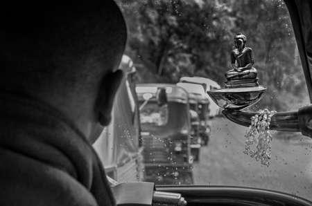 motorised: Tuk tuk motorizados rickshaw.Meditation Buddha.Safe conducción. Foto de archivo