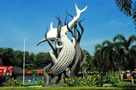 Surobaya 동물원, 2008 년 5 월 16 일 인도네시아 동부 자바 인도네시아의 앞에 Suroboyo 기념물.