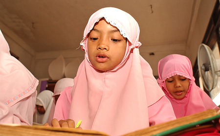 Muslim childrens Surabaya, East Java, Indonesia is learning to read the Quran. Photo taken on November 7th, 2003