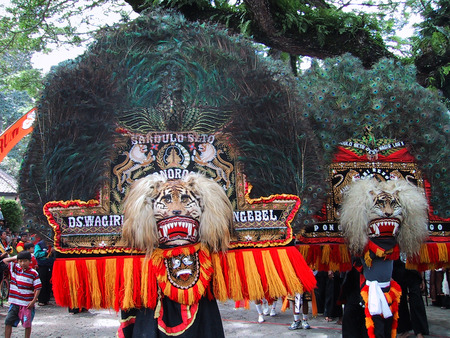 Performance traditional dance Reog Ponorogo in Ngebel lake, Ponorogo, East Java, Indonesia 報道画像