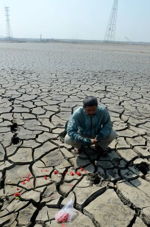'rig out': Dry soil due to the mudflow Sidoarjo