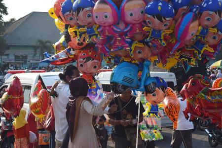 joyfull: Merchants sell a toy children to welcome muslims are celebrating Eid al-Adha in Al Akbar mosque in Surabaya, East Java, Indonesia, September 24, 2015.