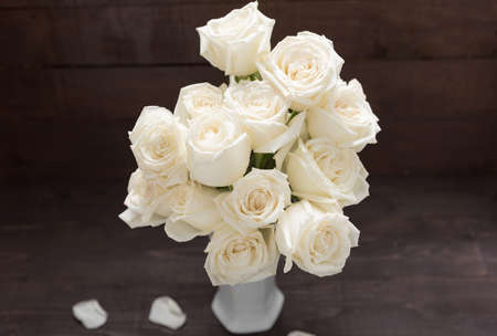 spacial: White roses flower are in the vase.