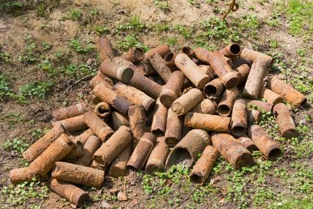 artillery shell: Casos de c�scara de oxidaci�n sobrantes de la Primera Guerra Mundial. Estos todav�a se est�n encontrando los agricultores, mientras que el arado y deben ser verificados por expertos en desactivaci�n de bombas.