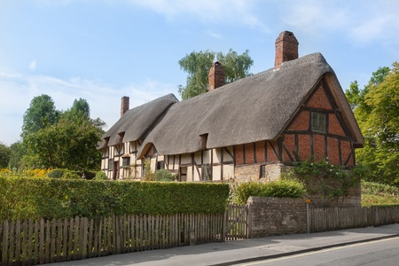 thatched cottage: Anne Hathaways (William Shakespeares wife) thatched cottage and garden at Shottery,  Stratford upon Avon, England
