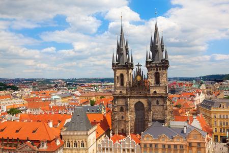 iglesia: La Iglesia de Nuestra Señora de Tyn. La Plaza de la Ciudad Vieja de Praga República Checa. Editorial