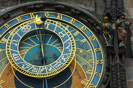 cronologia: El reloj astron�mico en la ciudad vieja Praga un detalle de la esfera del reloj. Foto de archivo