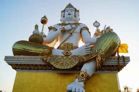 3 rostos grande narayana estátua Foto de archivo - 80780680