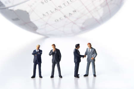 globetrotter: Business figurines and an earth globe.