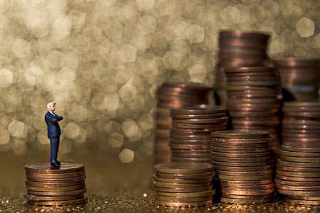 excise: Cifre d'affari con il denaro.
