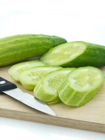 まな板: Sliced cucumber with kinfe on chopping board