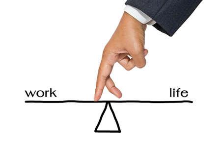 wartości: Ręka biznesmen jak palec spaceru na równoważni pracy i życia