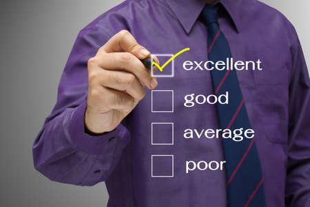 Empresario marcar la casilla de verificación excelente