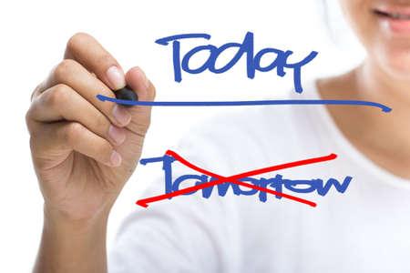 actitud positiva: Mujer subrayado hoy la palabra en el concepto de motivaci�n pantalla