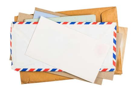 Oude enveloppen geïsoleerd op witte achtergrond