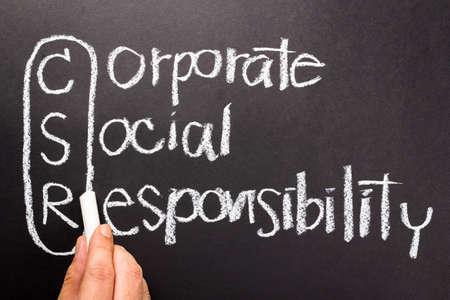 csr: La responsabilidad social corporativa (RSC) de escritura a mano con tiza Foto de archivo