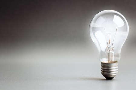 Gloeilamp gloeiende witte licht Stockfoto