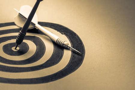 flechas: Dart golpeado en el centro de la diana bosquejar