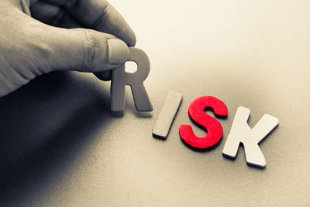 Hand regelen hout letters als risico-analyse-concept Stockfoto