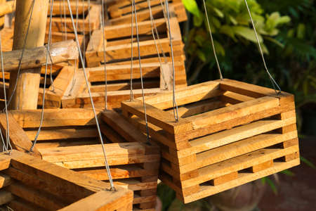 impiccata: Primo canestro di legno pentola impiccato per pianta di orchidea