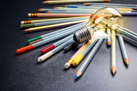 Light bulb with many pencils