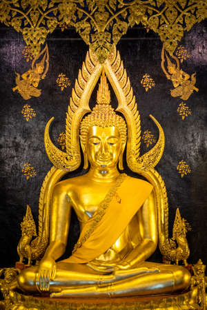 Most beautiful Buddha figure in Thailand, placed at Wat Phra Si Rattana Mahathat Banco de Imagens