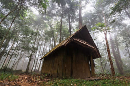 Historical cottage of political and military school in the forest, tourist attraction in Phu Hin Rong Kla National Park, Thailand Stockfoto
