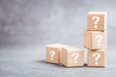 Many question mark wood cubes, FAQs (Frequently Asked Questions), marketing plan or education concept Stockfoto