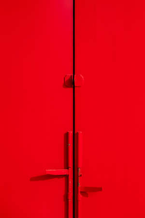 Metal red door with key hole and swing bolt 版權商用圖片