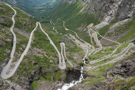 ノルウェーの山岳道路、トロルの道 Trollstigen ノルウェー) 写真素材