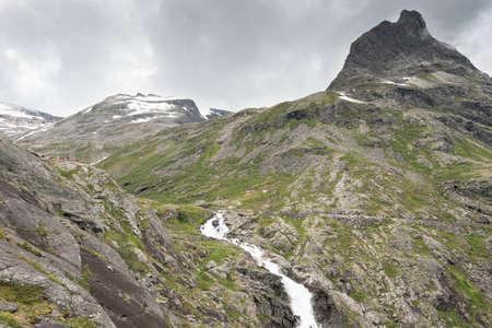 ノルウェーの Trollstigen に Stigvossen 滝 写真素材