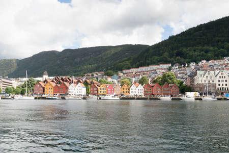 夏には、ベルゲン、ノルウェーの歴史的建造物。