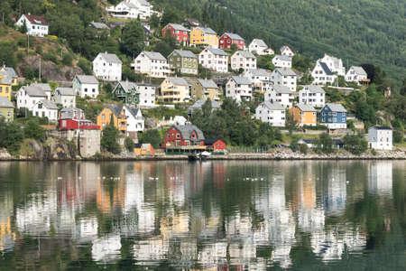 オッダ町には小さな家の夏、ノルウェーのフィヨルド