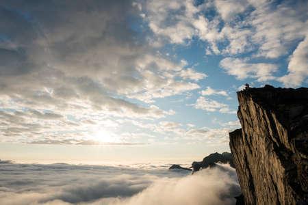 ロウン パイン、ノルウェー ・ セグラ特集山からビューの夕日 写真素材
