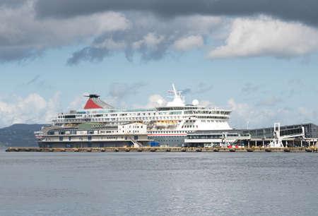 夏には、ノルウェーのベルゲン、フィヨルド ノルウェー海のクルーズ船