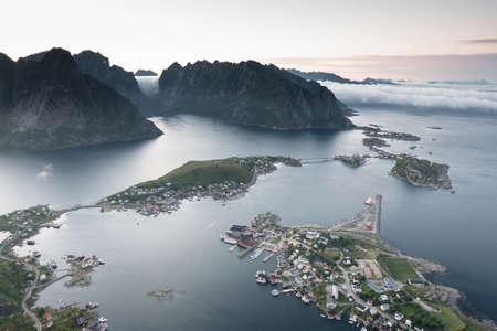 レーヌ、上部から、ノルウェーのロフォーテン諸島の眺め