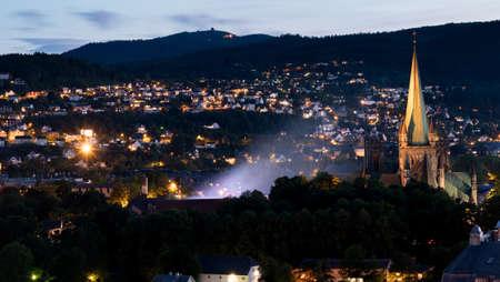 夕暮れ時、夏のノルウェー トロンハイムの市内