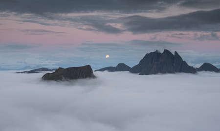 ロウン パイン、ノルウェー ・ セグラ特集山から月