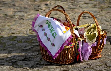 Easter basket. On the pavement. Banco de Imagens