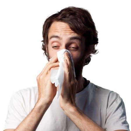 resfriado: Hombre joven soplando su nariz  Foto de archivo