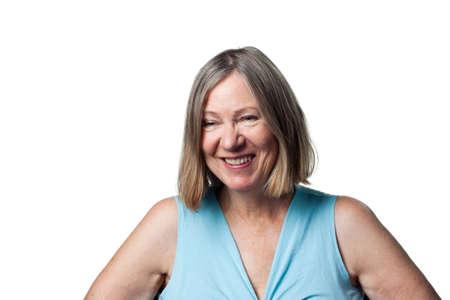 laughing out loud: Mujer mayor atractiva, riendo a carcajadas y libremente